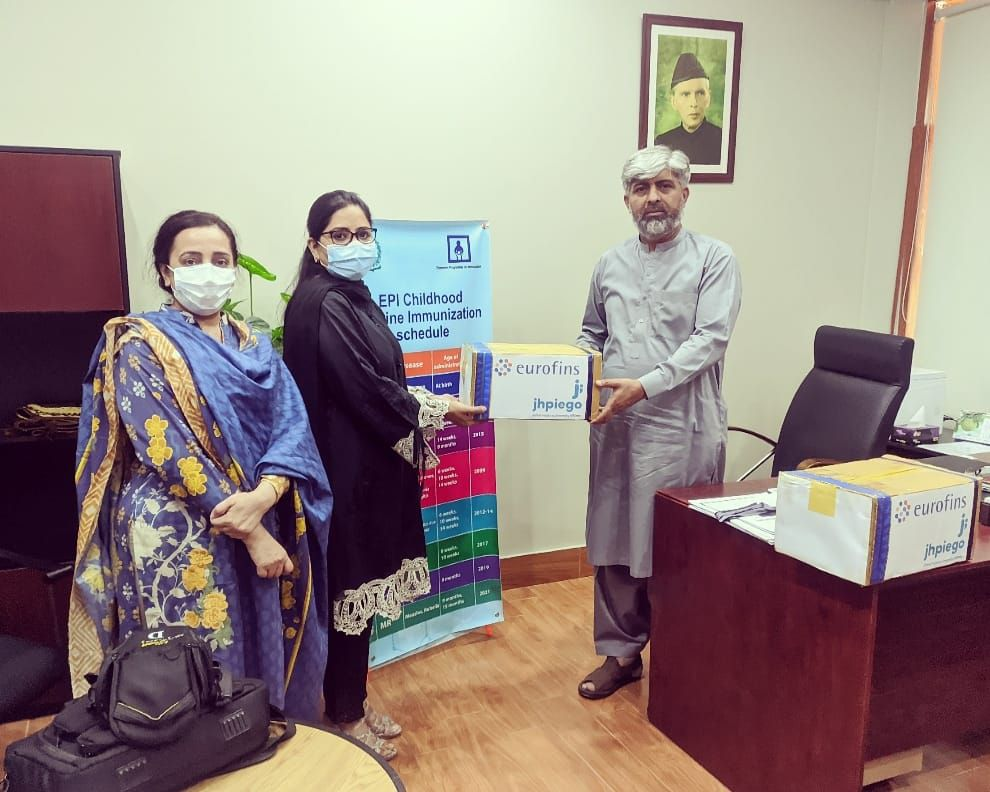 Dr. Kanwal Qayyum on behalf of JHPIEGO Pakistan presenting PPEs (inclusive of Gloves, Hand Sanitizers and Face Masks) to Dr. Muhammad Akram Shah, NPM EPI for the protection of Health Care Workers. 28.5.2021.
